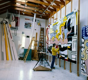 Roy Lichtenstein in his Southampton studio in 1977, photographed by Aurelio Amendola. © Aurelio Amendola